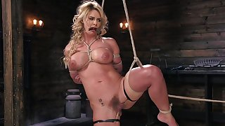 Phoenix Marie experiences pussy pain with pins during bondage session